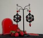 orecchini fiore pizzo nero pietre rosse